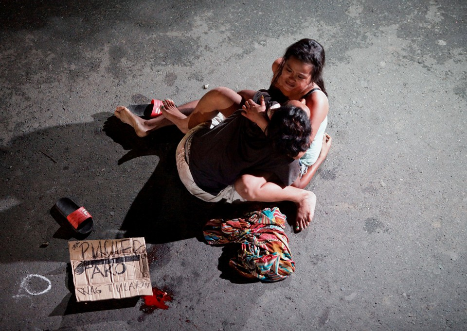 """ATTENTION EDITORS - VISUAL COVERAGE OF SCENES OF INJURY OR DEATH Jennelyn Olaires, 26, cradles the body of her partner, who was killed on a street by a vigilante group, according to police, in a spate of drug related killings in Pasay city, Metro Manila, Philippines July 23, 2016. A sign on a cardboard found near the body reads: """"Pusher Ako"""", which translates to """"I am a drug pusher."""" REUTERS/Czar Dancel     SEARCH """"CZAR DRUGS"""" FOR THIS STORY. SEARCH """"THE WIDER IMAGE"""" FOR ALL STORIES       TPX IMAGES OF THE DAY - RTSKEVM"""