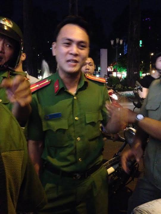 Viên công an Bùi Xuân Hải, đánh chị Thảo (ảnh; Facebook Nguyễn Nữ Phương Dung)