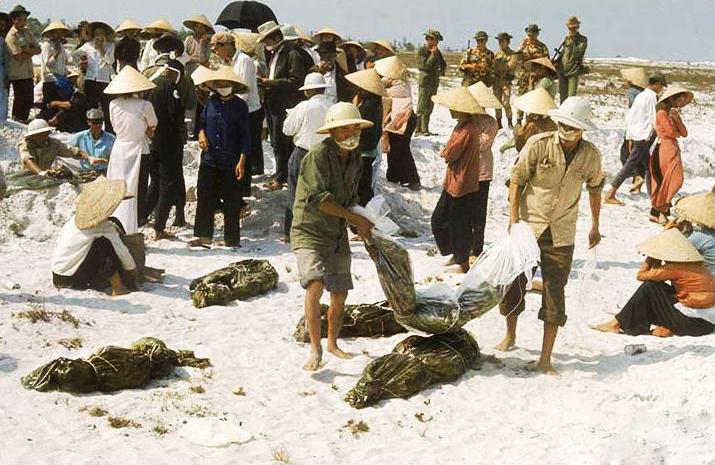 Résultats de recherche d'images pour «Nguoi Dân Dói Khổ vi Bon Cong San Cuop Dat»
