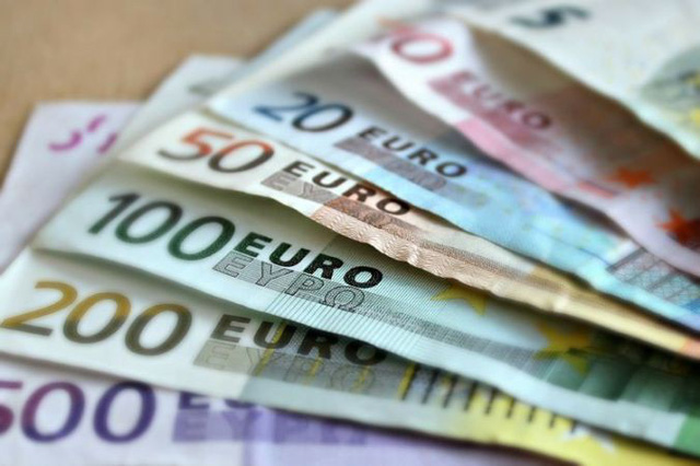 Giám đốc ngân hàng trộm hơn 1 triệu đô của người giàu để chia cho người  nghèo
