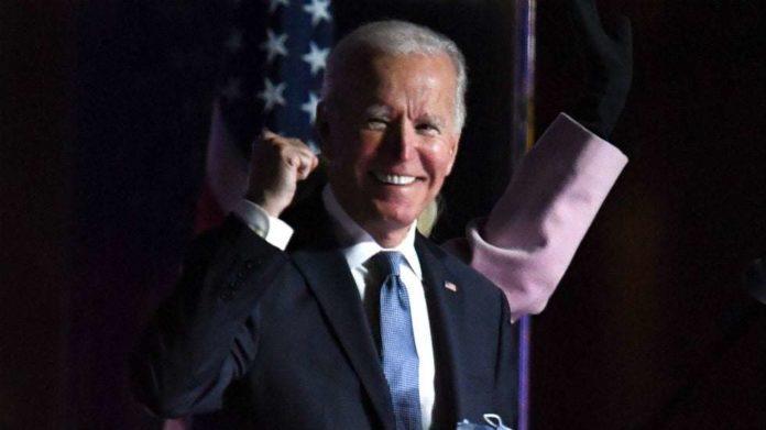 Các thành phố trên toàn quốc vui mừng, chuông nhà thờ reo sau tin tức về chiến thắng của Biden