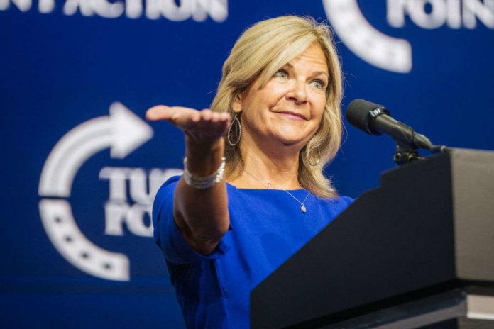 Đảng Cộng hòa Maricopa kêu gọi Chủ tịch GOP Arizona Kelli Ward từ chức